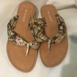 Sale $5 No Boundaries Women's Sandals Size 7 Multi